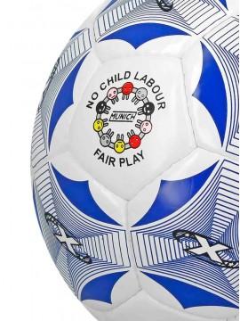 Balón de fútbol, pista